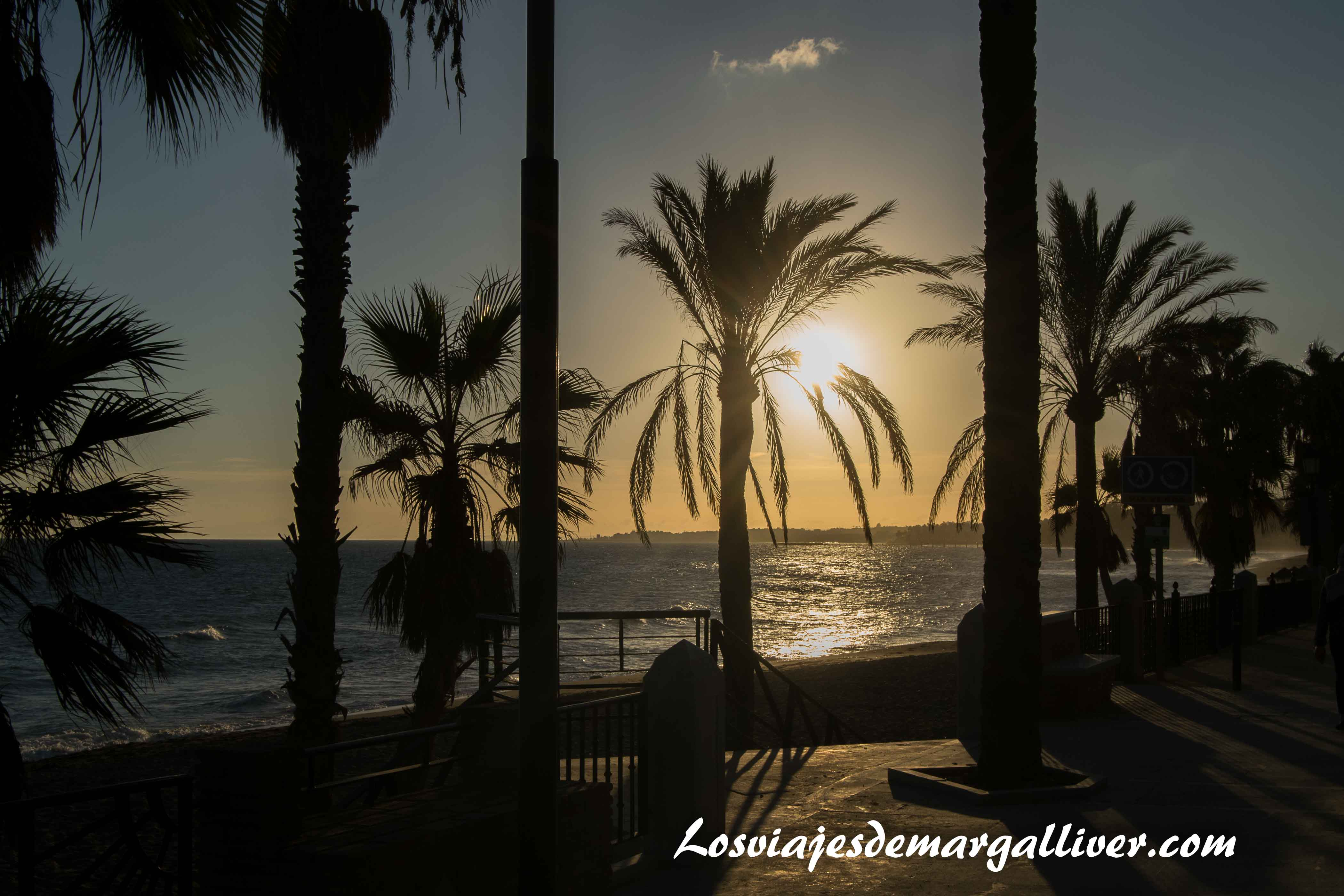 Atardecer en Marbella junto al paseo maritimo